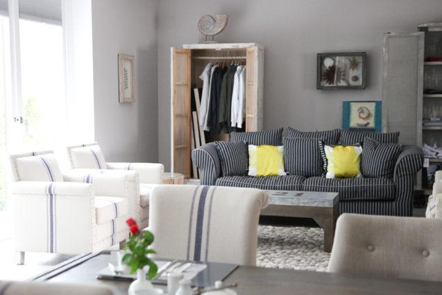 hotel strand smart travelling. Black Bedroom Furniture Sets. Home Design Ideas