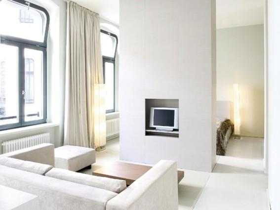lux eleven smart travelling. Black Bedroom Furniture Sets. Home Design Ideas