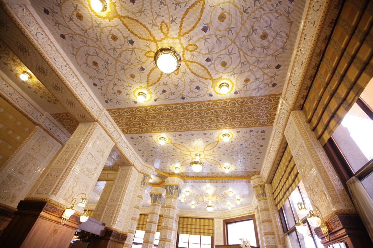 Incredible interior of Café Imperial (photo source: smart-travelling.net)